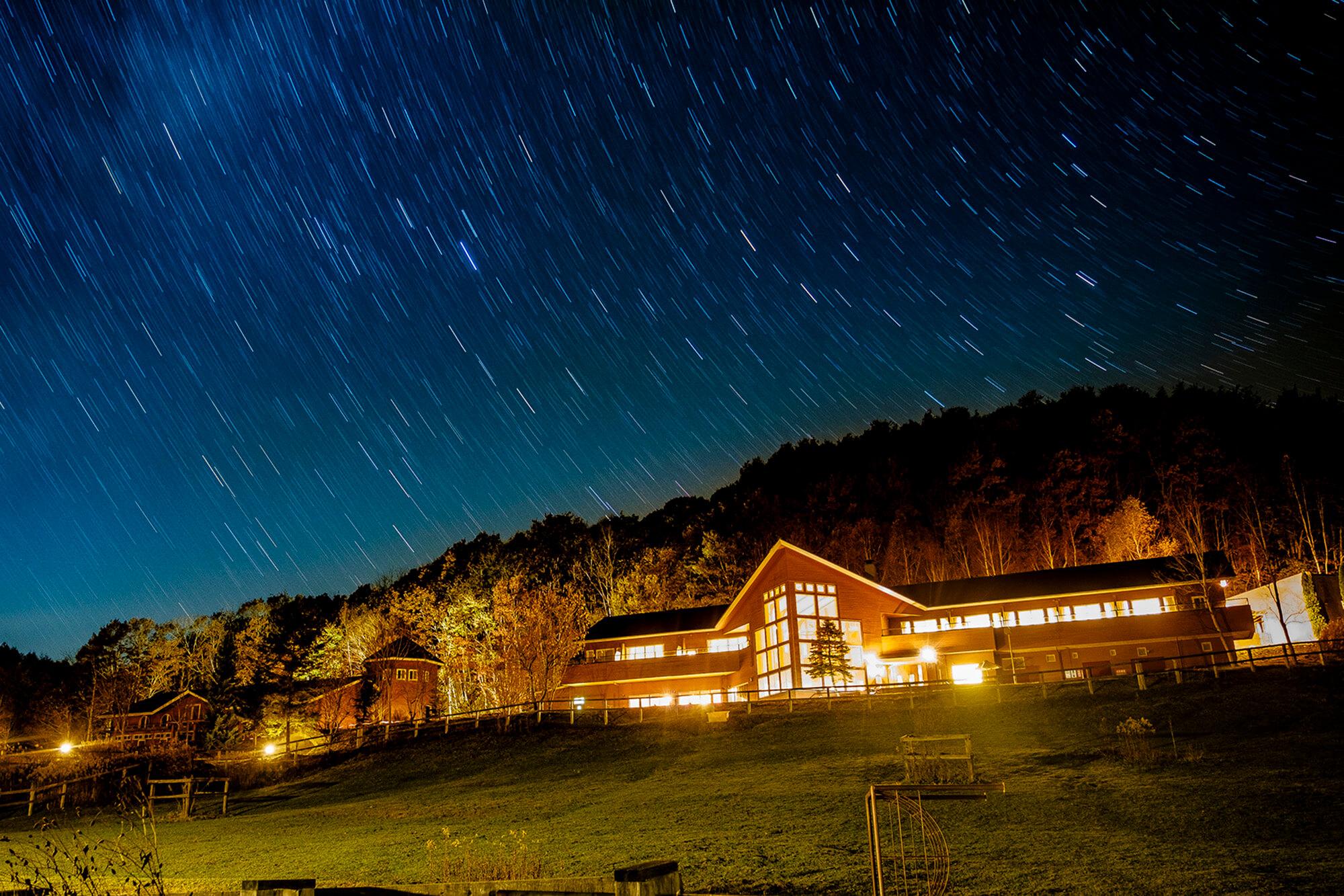 北海道、日高のナチュラルリゾート・ハイジア 夜の外観